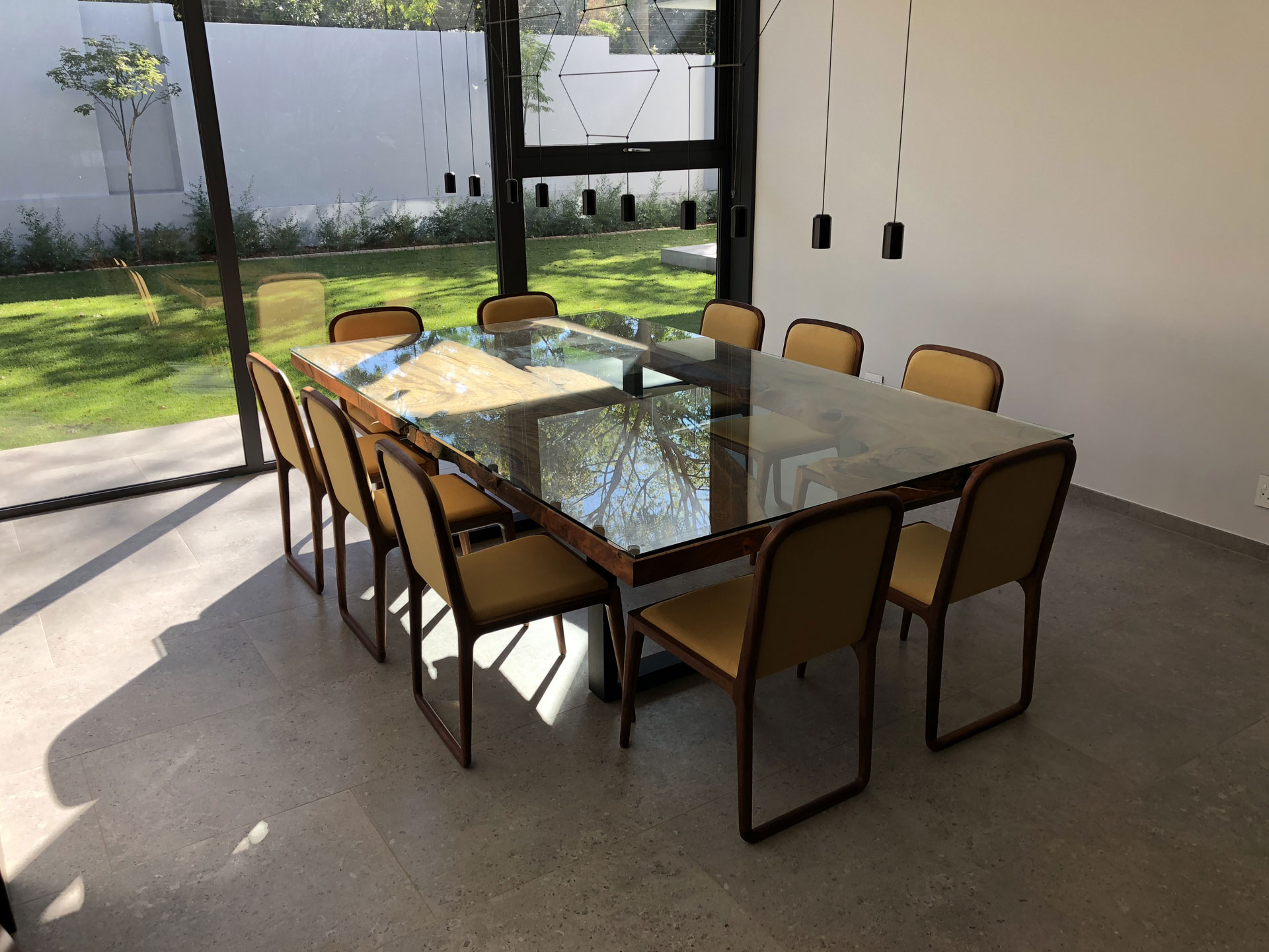 Home   Original furniture with a natural edge